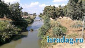 Израиль. Октябрь 2017. Река Иордан - бесплатное место для рыбалки возле Most Pkak - гешер пкак