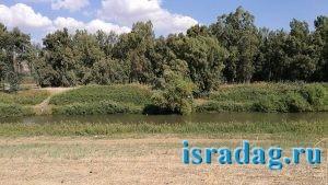 Израиль. Октябрь 2017. Река Иордан - бесплатное место для рыбалки возле Most Pkak - гешер пкак - вверх по течению